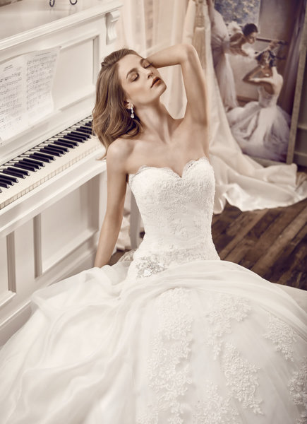 a7466d1d1ff4b ウェディングドレスの広告写真のモデルは、 何故、白人さんが多… - 人力 ...